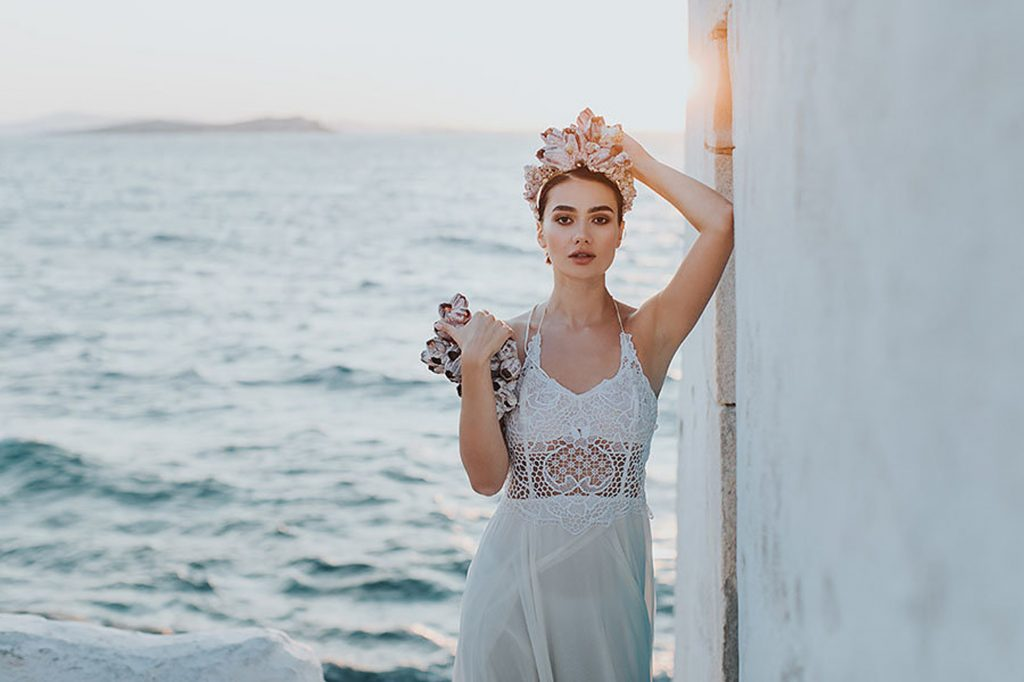 1-bridal-shoot-mykonos-wedding-dress-nyfiko-vasia-tzotzopoulou